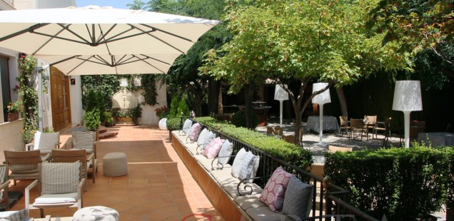 2020-08-08 Restaurante La Escaleta exterior