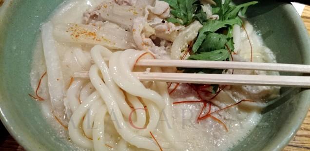 De cómo aprender a comer sopas con palillos. Parte I: Paris, Japon