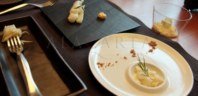 Variaciones de esparragos blancos y salsa de parmigiano